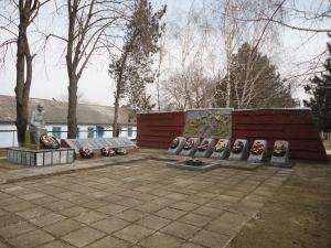Список советских воинов, погибших в боях с фашистскими захватчиками, 1943 г., захороненных в братской могиле в центре пос. Забойского