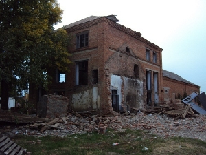 Здание бывшей маслобойни бр. Петрохалко в ст. Анастасиевской